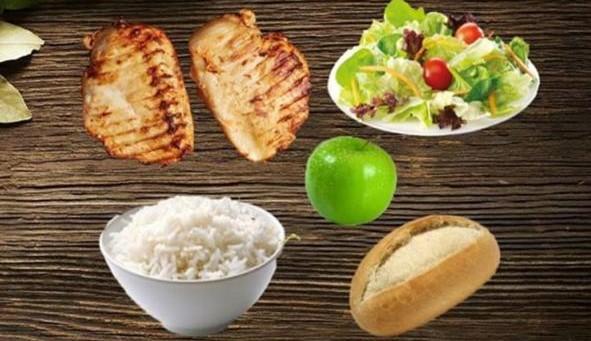 Fileto pule, pilaf, sallatë, bukë dhe fruta