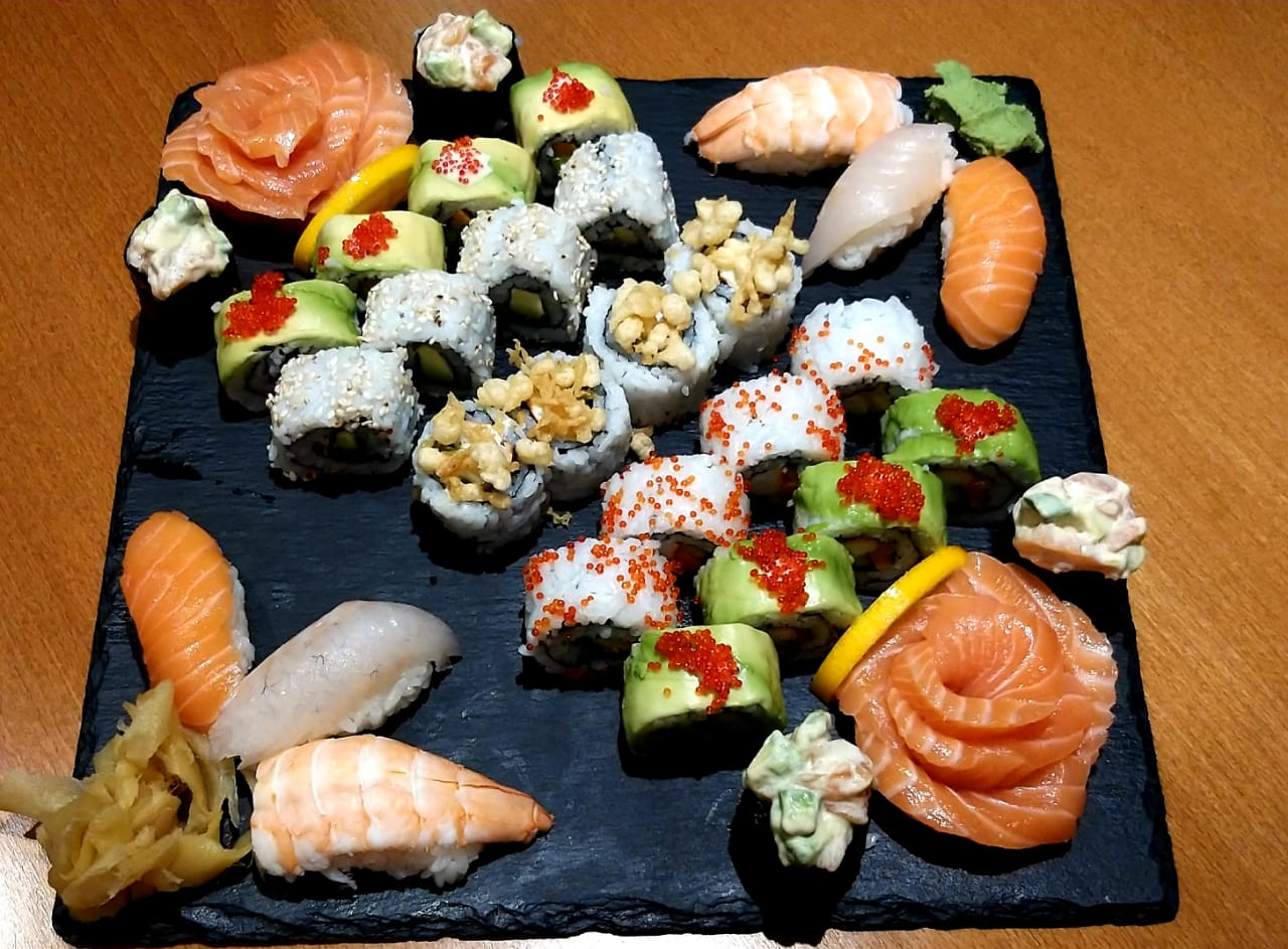 34 pieces gunkan sushi, nigiri and sashimi salmon