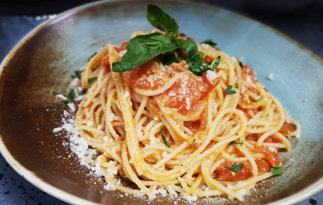 Linguini, domate, borzilok