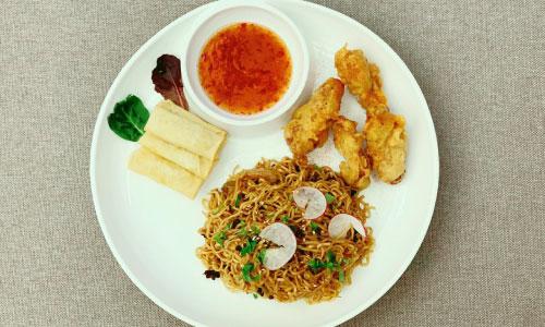 Mini spring rolls ( 4 copë ), divina crispy chicken ( 2 copë ), mendake noodles with vegetables