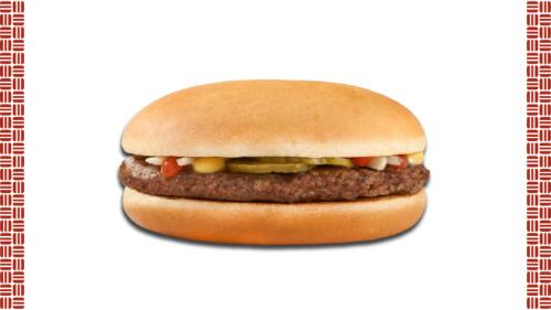 Bukë pa susam, Mustardë, Ketchup star, Qepë kastravec turshi, hamburger mish viçi.