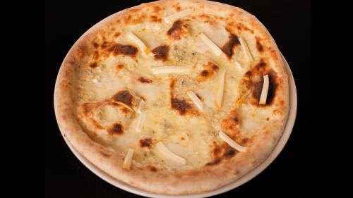 Mozzarella, emental, grana, bergader
