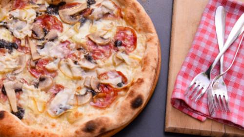 Mozzarella, sallam artizanal, krem tartufi, kërpudhë e freskët, scarmorca