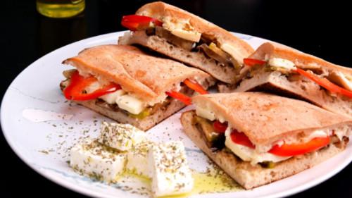 Patëllxhan, kunguj, spec i kuq, djathë i bardhë, mozzarella