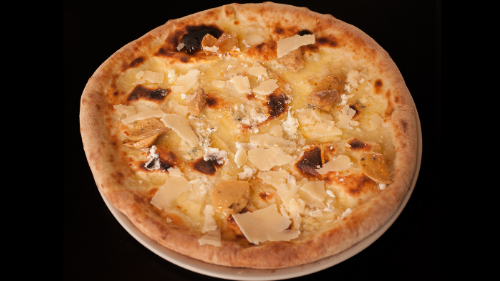 Mozzarella, kërpudhë porcino, grana, vaj ulliri