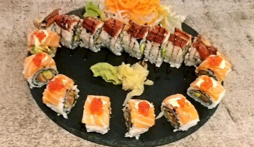 Crazy salmon roll ( 8 copë ), Classic dragon roll ( 8 copë )