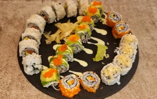 Cali salmon avocado ( 8 copë ), California ( 4 copë ), Crunchy ( 4 copë ), Avocado crab roll ( 8 copë )