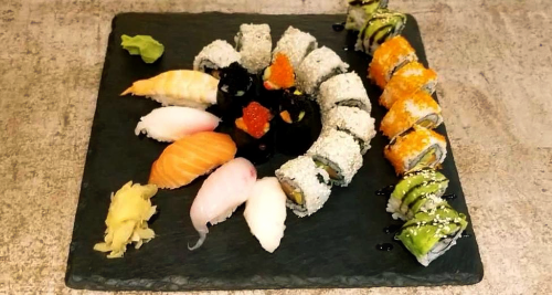 Avocado crab roll, Super mix sushi