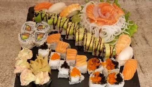 Gunkan salmon avocado ( 4 copë ), Cali salmon avocado ( 4 copë ), Rainbow roll ( 4 copë ), Twin yamato ( 8 copë ), Mix sashimi ( 6 copë ), Avocado crab roll ( 8 copë )