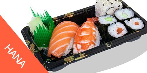 1 sake nigri(salmon), 1 ebi nigri(karkalec), 1 california roll(Gaforre Avokado), 2 sake maki(Salmon), 2 kappa maki(kastravec),Xhinxher,Salce Soje