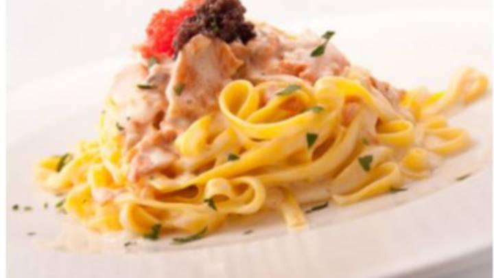 Linguini me salmon dhe krem djathi