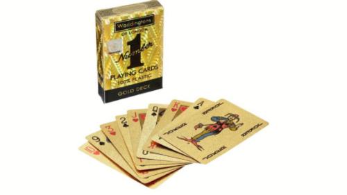 Kartat më të reja, me një dizanj unik e një cilësi të lartë për të luajtur lojërat më të preferuara në grup. Ky format i letrave vjen në formatin Platinum, ku loja mes të rriturve mund të shijohet në një experiencë më të plotë argjendi.