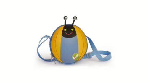 Një çantë e dizenjuar enkas për vogëlushët me personazhet e dashur të linjës OOPS. Material i butë dhe një strukturë rrethore e saj. Çanta është rezistente ndaj ujit dhe ergonomike duke reduktuar peshën reale deri në 3kg. Dimensionet e cantës: 16 x 14 x 4.5 cm