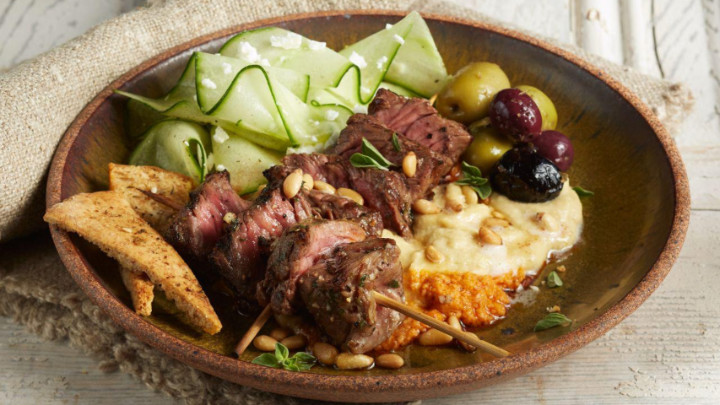 Steak vici me humus alla greek