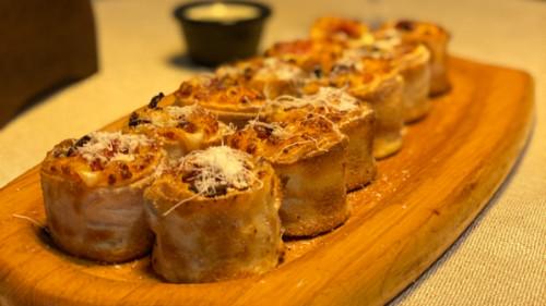 Mozzarella, salcë e marinuar, proshutë