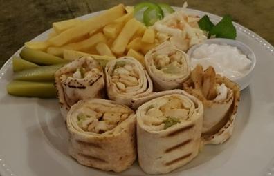 Pite arabe, fileto pule, krem hudhre, kastraveca turshi.