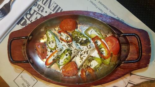 Djathë i bardhë, domate, vaj ulliri, rigon, spec djegës