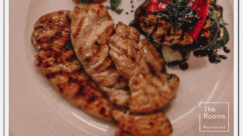 Fileto pule të freskët, perime stine, salcë aioli