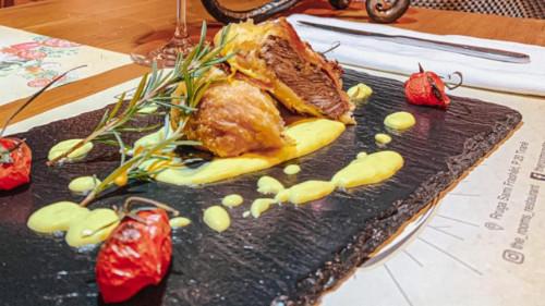 Qengj i freskët shoqëruar me patate belge