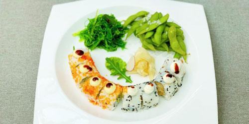 California rolls ( 4 copë ), ebi tempura ( 4 copë ), wakame salad, edamane bears