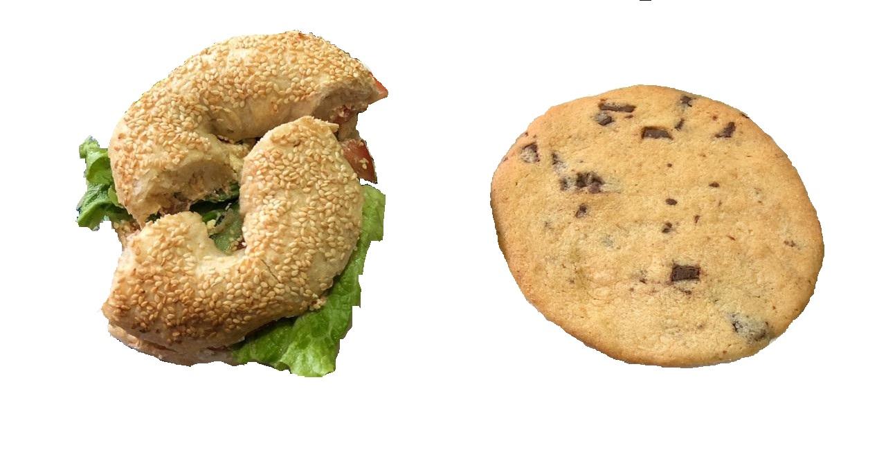 Bagels me krem perime të freskët dhe biskotë me copa cokollate