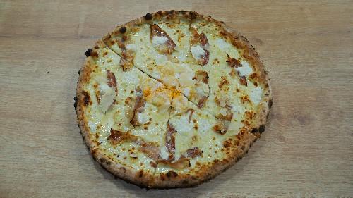 Mozzarella, pançetë, gjizë, vezë