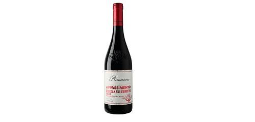 Dy varietetet tipike të zonës së Puglias që ekuilibrojnë njëri tjetrin në këtë verë që bëhet me tharjen e rrushit të kuq. Elegante por e përqëndruar dhe mbyll ëmbël.