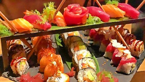 Opium, salmon, dragon, ton, nigiri, sashimi