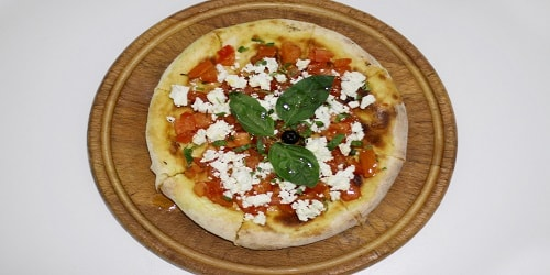 Fokaçe me domate dhe djathë të bardhë