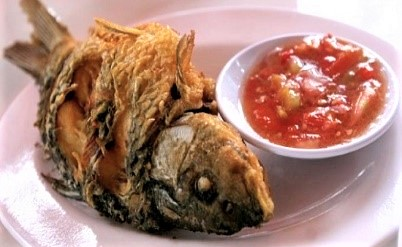 Fried fish with chilly sauce served with steamed rice