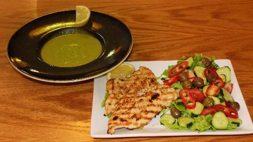 Fileto pule, supë perime, sallatë greke