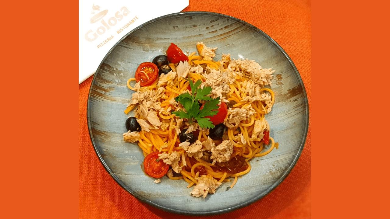 Spaghetti me ton, kaperi, ullinj