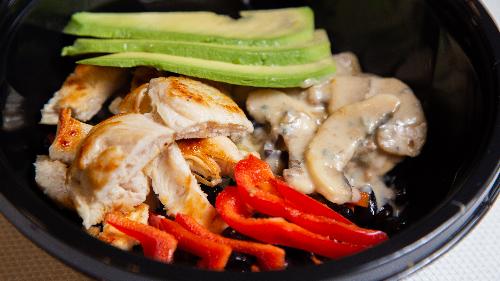 Fileto pule, avokado, asparag, kërpudha, fasule, spec