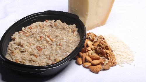 Oriz rizoto, salcë tartuf, arra, bajame, grana, qumesht, gjalpë fshati