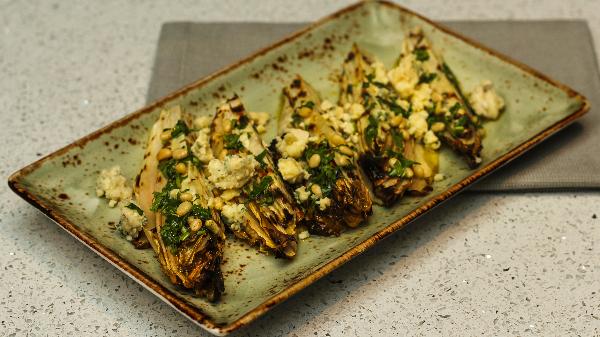 Djathë gorgonzola, arra, gremolata