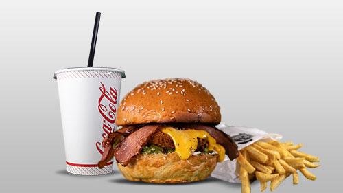 Kok a burger bacon shoqëruar Dhe Patate Dhe Cocme patate dhe coca cola