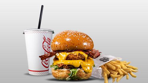Kok a burger mega shoqëruar me patate dhe coca cola