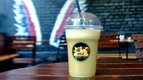 Lëng i freskët molle, limoni dhe xhinxheri