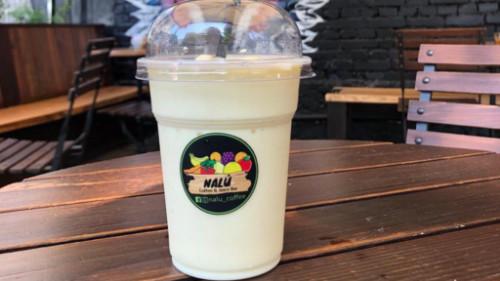 Shake protein me qumësht dhe gjalpë kikiriku