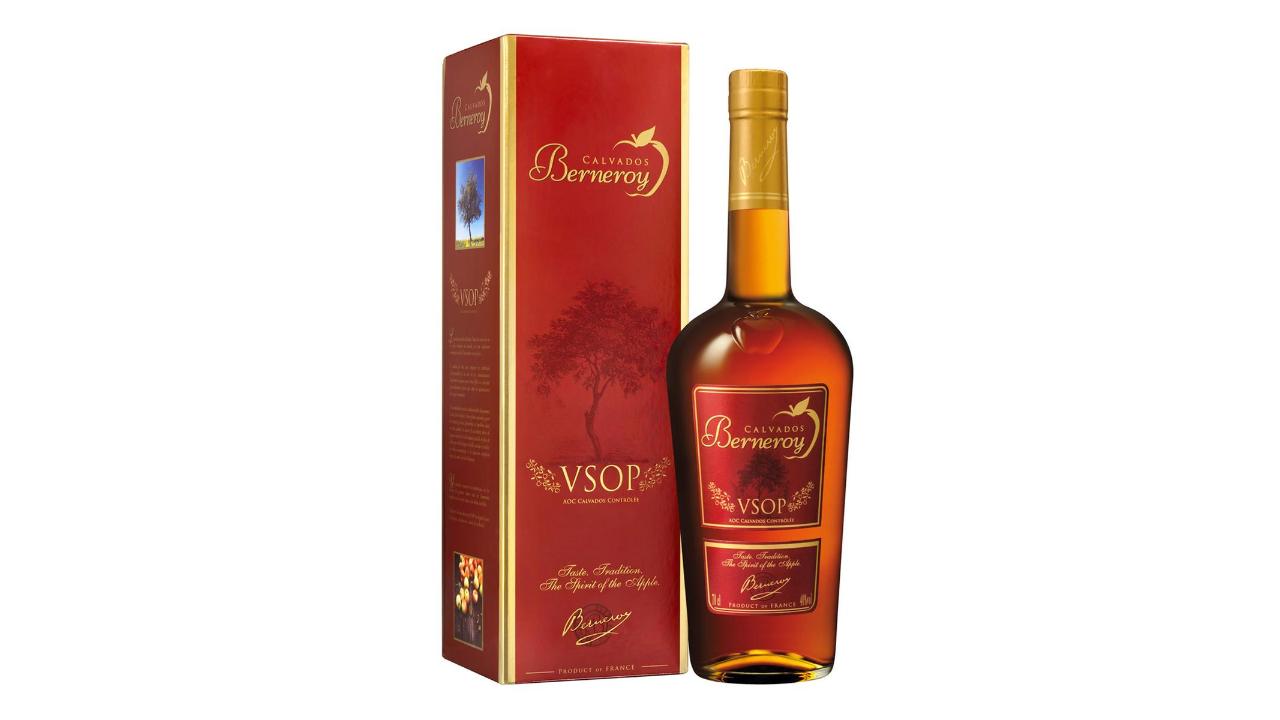 Calvados tepër elegant I vjetëruar dei në 10 vite në bute lisi, aroma fruktoze të mollëve franceze që krijojnë një calvados special.