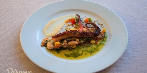 Këmbe oktapodi, quinoa, pomodori, majdanoz