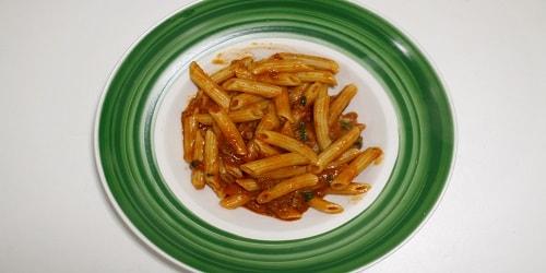Pene me salcë Bolognese