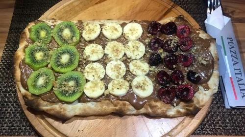 Çokollatë, kiwi, banane, luleshtrydhe, arra te therrmuara