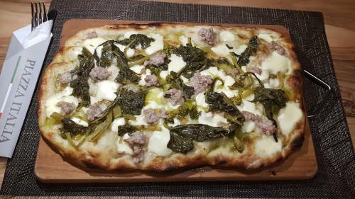 mocarela, friarielli, salcice e fresket italiane