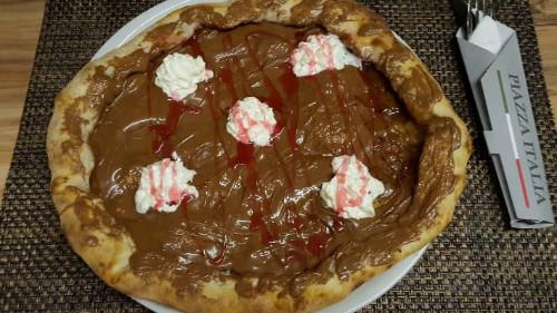 Çokollatë, bordure e mbushur me çokollatë, pana, shurup luleshtrydhe