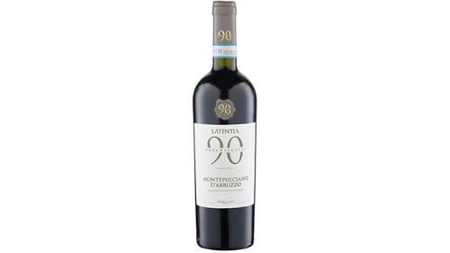 Vere e kuqe, kantine Novantaceppi, Puglia, varietet rrushi Montepulciano. Ndihen aroma te frutave te pyllit. Eshte nje vere qe perkon me cdo rast, kryesisht me pjata te para dhe djathera te stazhionuar, 13 vol, viti 2019