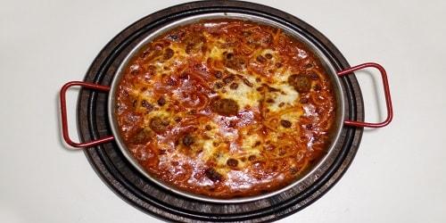 Spaghetti me qofte të vogla shtëpie, dhe djathë mozarella për 2 persona