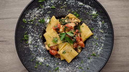 Fileto pule, domate, spinaq, pana kuzhine, grana djathë duro nostraole  ( tagliatellle, linguine, spaghetti, penne, fusili )