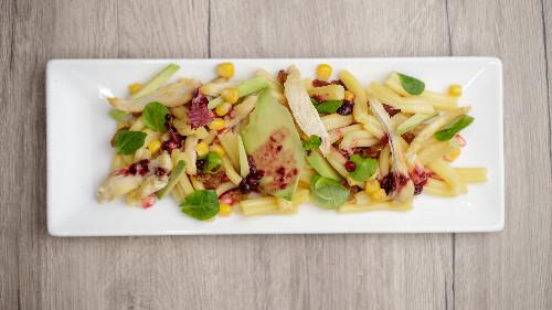 Fileto pule, rrush i thatë (në konjak), kaper, misër, avokado, liker, shegë, vaj ulliri ( penne, fusili )