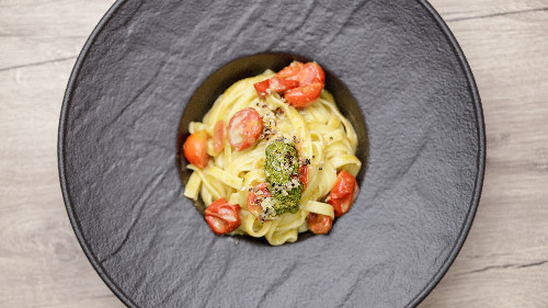 Domate, pesto genoveze, grana ( tagliatellle, linguine, spaghetti, penne, fusili )